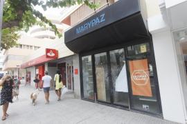 La Policía Nacional investiga el robo en un banco del centro de Ibiza con el método del butrón