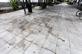 Vecinos y comerciantes de Vila se quejan de la falta de limpieza