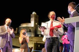 El Área de Salud de Ibiza y Formentera recibe el homenaje de Vila en forma de Medalla de Oro