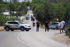La Policía Local de Sant Josep cierra tres horas el acceso a Cala Comte