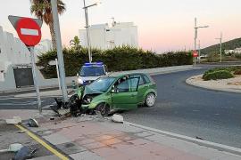 Dos heridos graves en sendos accidentes de tráfico en Sant Josep y Sant Carles