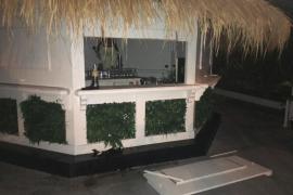 La Policía Local de Ibiza detiene a dos hombres por un robo con fuerza de botellas de alcohol
