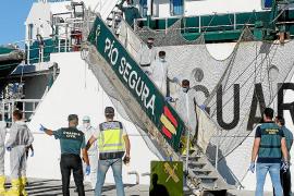 Los inmigrantes rescatados aseguran que llevaban días remando en alta mar