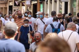 Salut, ante la escalada de positivos en Baleares: «Hay que llamarse más y verse menos»