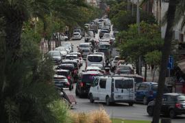 Las mejores imágenes de la aglomeración de coches en Vila.