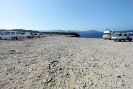 Las autocaravanas siguen pernoctando en Platges de Comte