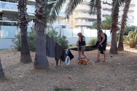 La Policía Local levanta el 'particular campin' instalado en un jardín de la 'milla de oro' de Ibiza
