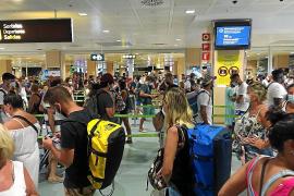 El aeropuerto de Ibiza operó cerca de 250 vuelos durante el domingo