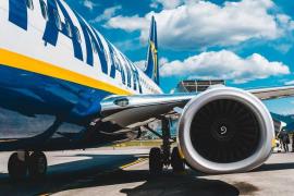 Ryanair es acusado de recibir viajeros sin mascarilla