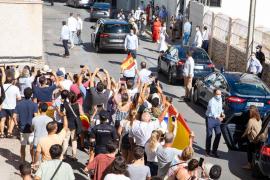 Los Reyes, recibidos entre vítores y aplausos en Ibiza
