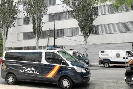 Detenido un joven que tumbó a una mujer de un empujón en Ibiza para robarle un monedero