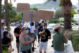Los vecinos desalojados de los Don Pepe reclaman a Sant Josep una solución