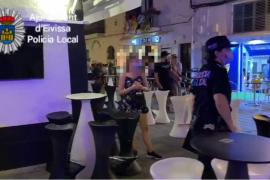 La Policía Local cierra 16 locales de ocio nocturno en sa Penya y el puerto de Ibiza