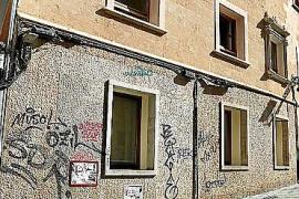 ARCA pide a Cort que limpie las pintadas vandálicas del antiguo Hospital Militar