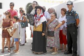 Misa, procesión, carros y ball pagès directos contra el calor