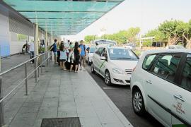 La normalidad vuelve al aeropuerto tras la rebelión de los taxis de Sant Josep