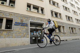 Los contagios en las residencias de Baleares se doblan en una semana