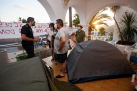 La acampada de los Don Pepe seguirá frente al Ayuntamiento