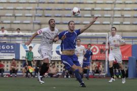 El Atlético Isleño saca pecho en su trofeo