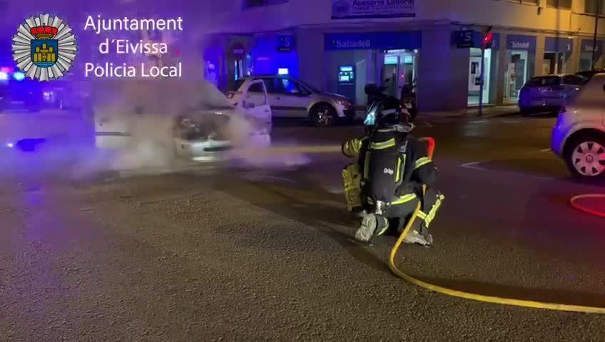 La Policía Local de Ibiza interviene en dos incendios durante la pasada noche