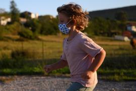 Niños y jóvenes, menos propensos a sufrir COVID de gravedad