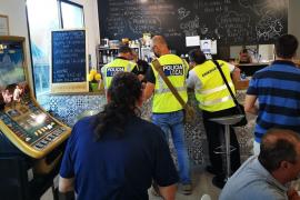 Las inspecciones de medidas COVID-19 levantan tres actas en una semana en bares y restaurantes de Ibiza