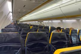 Un vuelo procedente de Pisa aterriza casi vacío en el aeropuerto de Ibiza