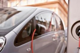 Los coches eléctricos e híbridos triunfan en Europa y rompen su récord en ventas
