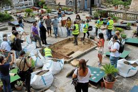 La exhumación de la fosa de Bunyola arranca con la localización de restos óseos.
