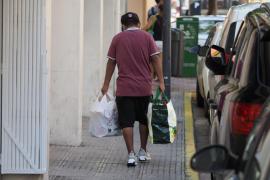 La situación en el almacén de Cáritas Ibiza, en imágenes. (Fotos: Marcelo Sastre)