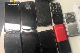 Detenido cuando se disponía a abandonar Ibiza con un ordenador y ocho teléfonos móviles sustraídos