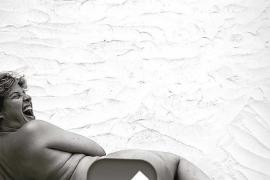 Tania Llasera se desnuda sin complejos para hablar del 'body neutrality'
