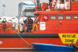 Rescatados los ocupantes de una patera azotada por el temporal en Formentera
