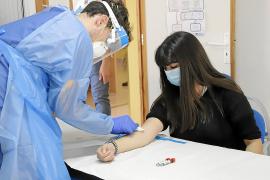 Salut prevé vacunar de COVID-19 a los colectivos vulnerables a finales de año