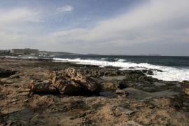 Una fuga de agua sucia provoca el cierre de la playa de Punta Xinxó
