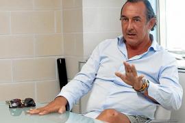 José Luis Sánchez-Saliquet: «Jorge Campos Asensi apaga todo lo que pueda brillar más que él»