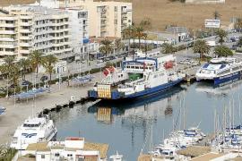 Los comerciantes piden a Vila que retire el tráfico de mercancías de la fachada marítima