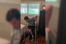 Un tetrapléjico logra ponerse de pie tras 3 años intentándolo