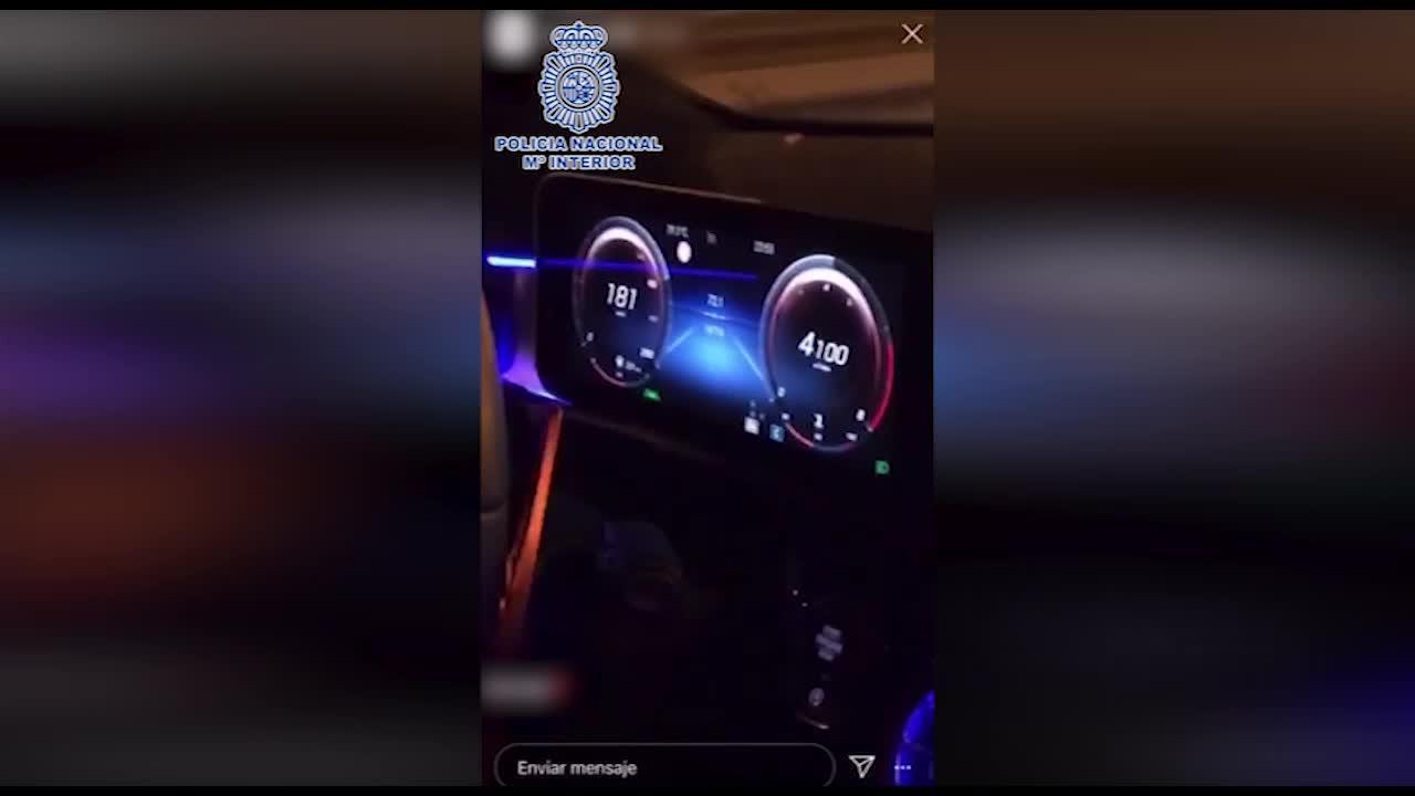 Detenido un joven futbolista que bailaba y soltaba las manos conduciendo a 200 km/h
