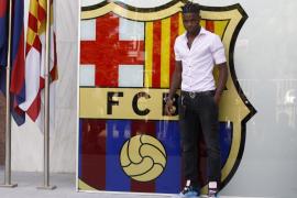 Alex Song firma su contrato con el FC Barcelona hasta 2017