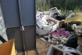 La acumulación de basura en Ses Feixes, en imágenes.