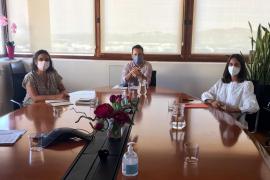 La consellera Maria Fajarnés inicia en Ibiza su ronda de contactos con los municipios