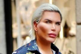 El 'Ken humano' muestra su nuevo aspecto como mujer transgénero
