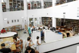 La biblioteca no descansan en verano