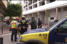 Alarma por un incendio en un bajo de Sant Antoni donde había un depósito de combustible