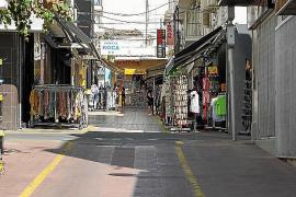 Resignación y resistencia entre los bares de la zona confinada de Sant Antoni