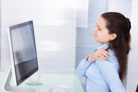 Cómo evitar dolores musculares por trabajar ante el ordenador