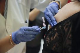 Sanidad lanza una campaña para evitar sobrecarga asistencial en con la vacunación de la gripe