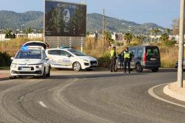 Sant Antoni interpone 35 denuncias en la última campaña de control sobre distracciones al volante