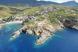 Una treta de 'Agustinet' mantiene «viva» la licencia que justifica las 12 villas de lujo